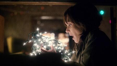 觀賞第 3 章:聖誕燈光。第 1 季第 3 集。